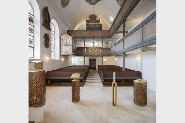 Für die historische Marienkirche in Vorra schuf Sabine Straub 2017 neue Prinzipalstücke.