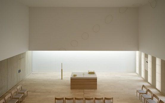 Die Raumgestaltung von Olafur Eliasson in der Friedrich-Bonhoeffer-Kirche in Kösching.