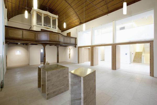 Blick in die evangelische Erlöserkirche in Gerolzhofen nach der Umgestaltung 2012.