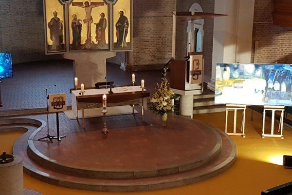 Werke der Künstlerin Ute Haas beim Lichtmess-Gottesdienst 2021 in der Landshuter Christuskirche.