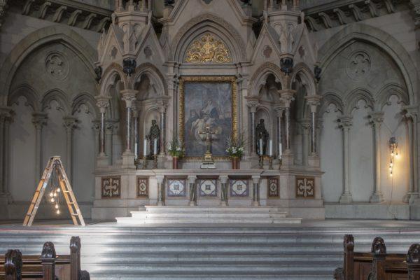 Zwei Werke der Künstlerin Stefanie Unruh beim Lichtmess-Gottesdienst 2021 in der Münchner Lukaskirche.