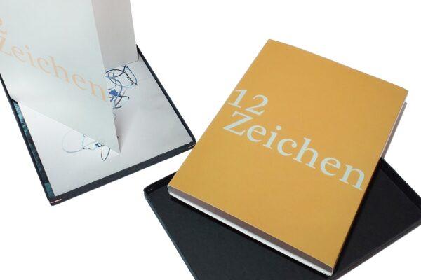 Postkarten-Edition 12 Zeichen entstand 2021 aus einem Kunstwettbewerb des Kunstreferats der Evangelisch-Lutherischen KIrche in Bayern.